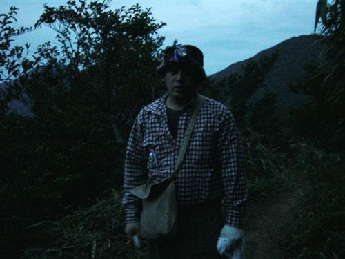 金時山:ヘッドライトを頼りに登ってきた