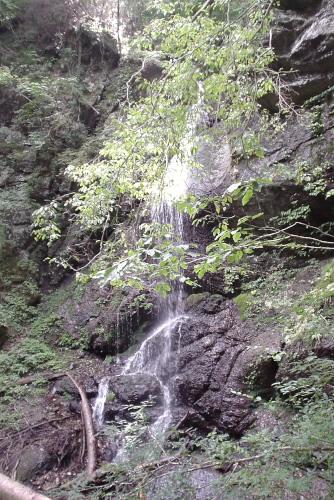 留春(りゅうしゅん)の滝
