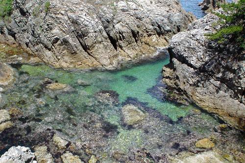 浦富海岸:紺碧の入り江