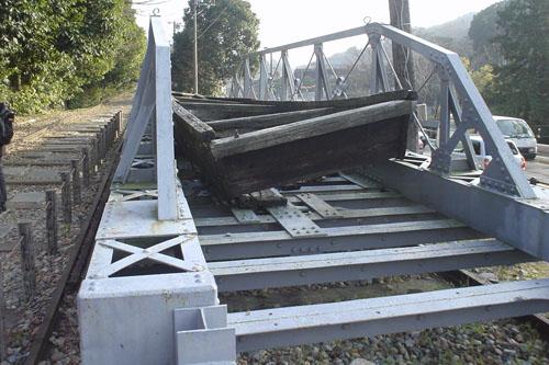 船を運ぶ台車の残骸