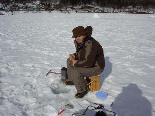 榛名湖:湖面に穴を開ける