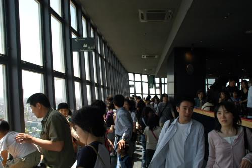東京タワー 大展望台はすごい人混み