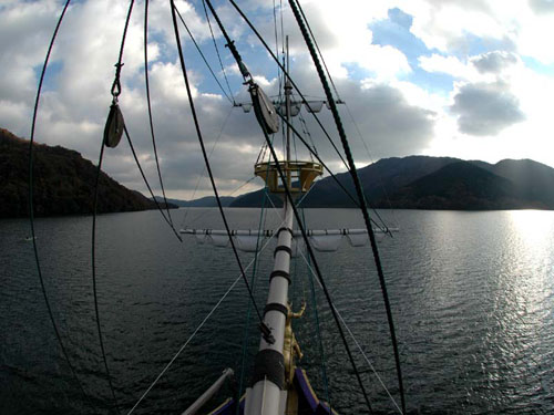箱根海賊船:甲板より