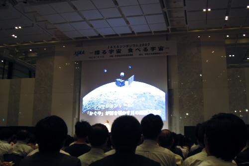 日本の衛星が月を目指す!
