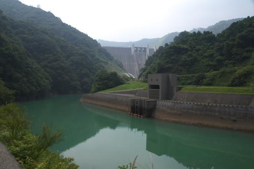 石小屋ダムから見た宮ヶ瀬ダム