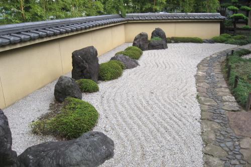 水田稲作を再現 ~水車公園