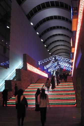 東京オペラシティのクリスマスイルミネーション
