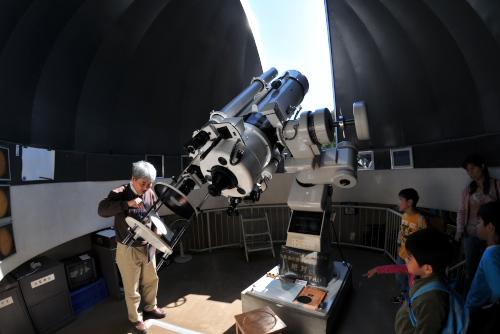 川崎市青少年科学館の大地と星