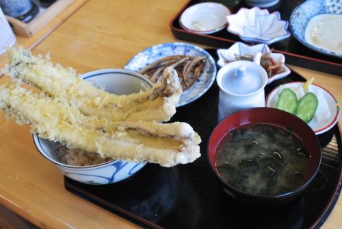 塩で美味しい山清の穴子丼