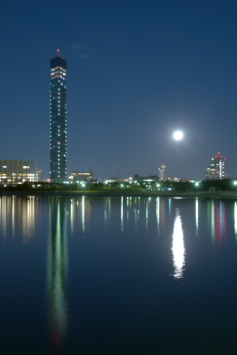 千葉ポートタワーの夕暮れ