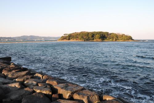 小さな館山港沖島灯台