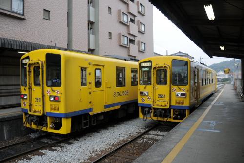 キハ2500形2507とキハ2550形2551