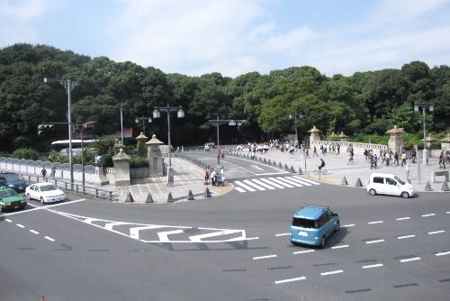 原宿駅から代々木公園をのぞむ