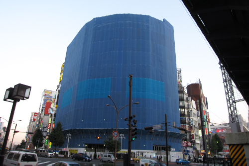 建設中のLABI新宿東口館