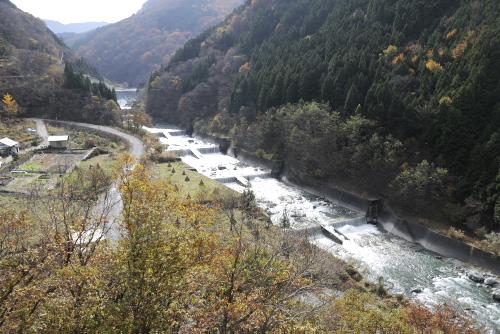 祖谷川に沿って下っていく