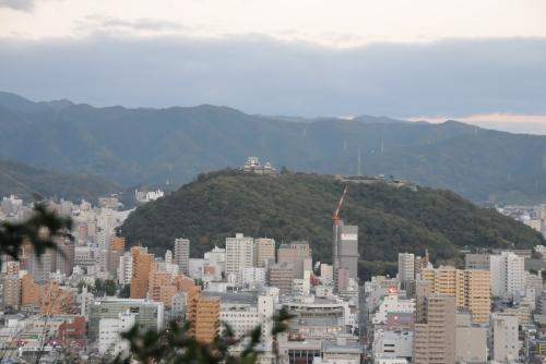 松山総合公園から松山城が見えた