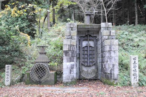 旧土砂吐樋門と旧中樋取水口