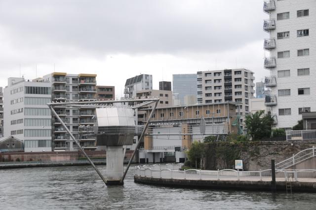霊岸島水位観測所と亀島川水門
