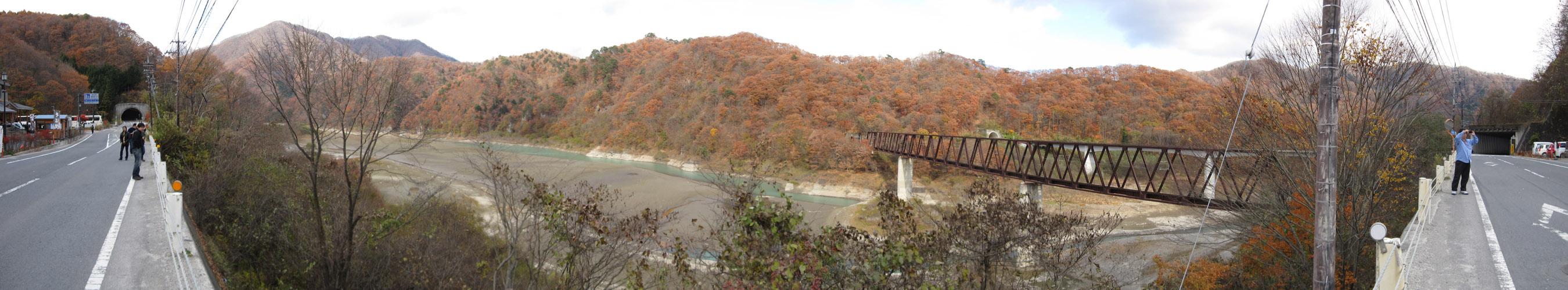 道の駅・湯西川から見える野岩鉄道の鉄橋