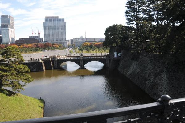 正門鉄橋前の石垣