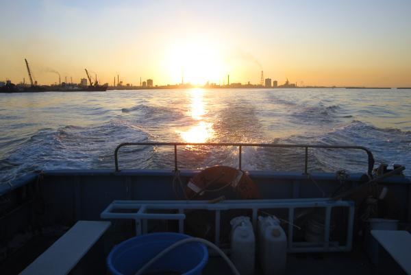 夕暮れ時は海