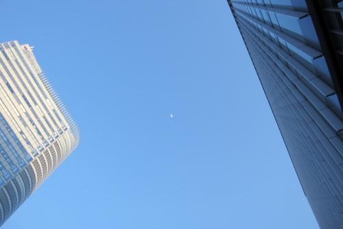 秋葉原の月