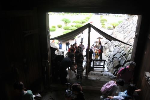 大天守と小天守の間の渡櫓から入る