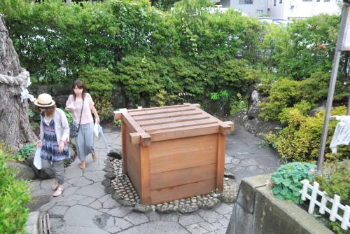 松本城のまわりには井戸が点在している