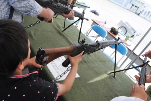 機関銃、小銃、無反動砲、対戦者誘導弾などに触れる