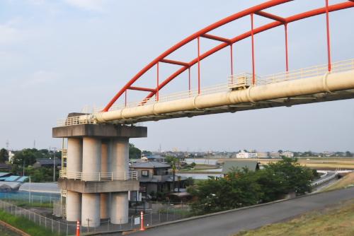 行田浄水場から比企・入間地方へ(左岸から右岸へ)、水道用水を供給している