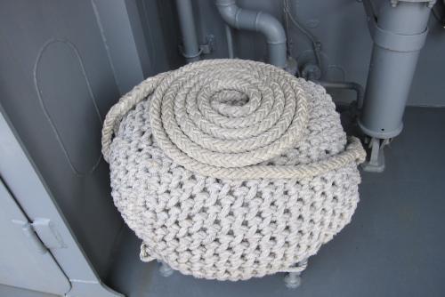 固められたロープ