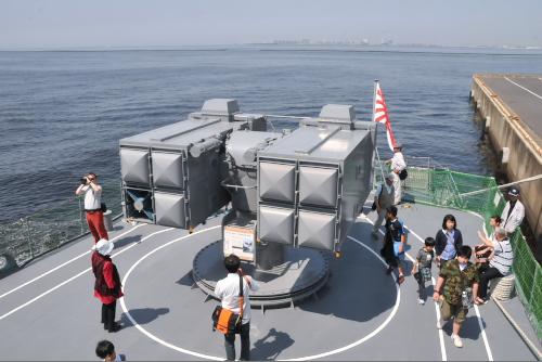 3型シースパロー艦対空ミサイル8連装発射機