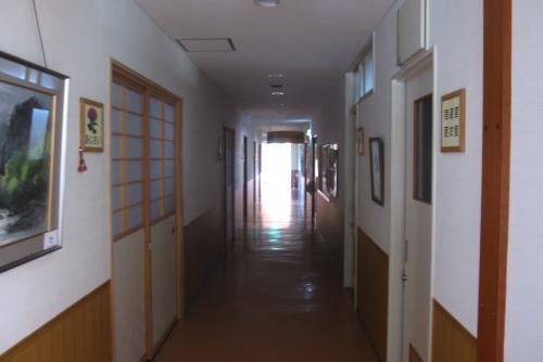 吉川:ホテルの廊下(翌朝)