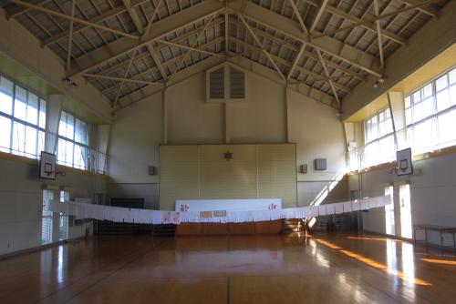 吉川:2階は体育館になっていた(翌朝)
