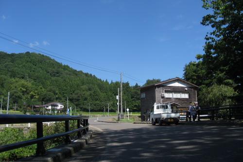 吉川:軽トラで山あいの棚田を見てまわる