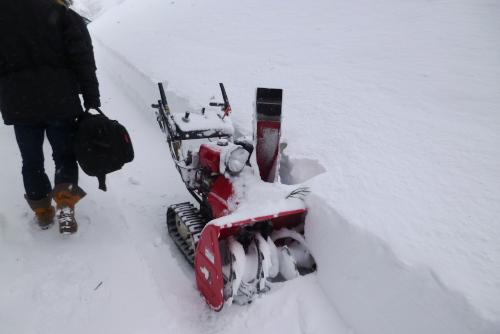 吉川:小型の除雪機