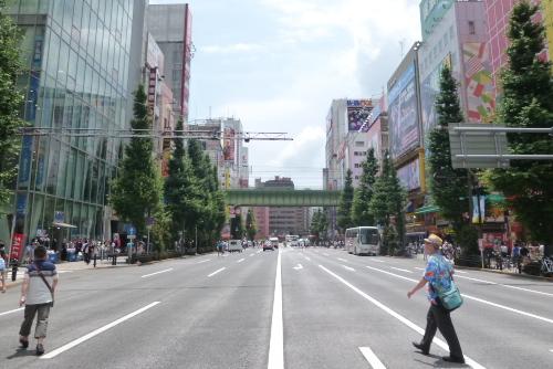 歩行者天国になる前の中央通り