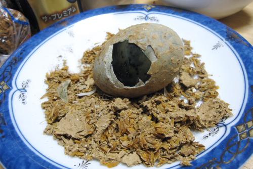 家で食べる皮蛋(ピータン)