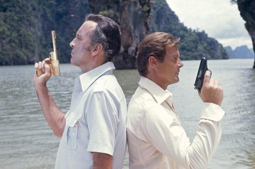 007(09) 黄金銃を持つ男