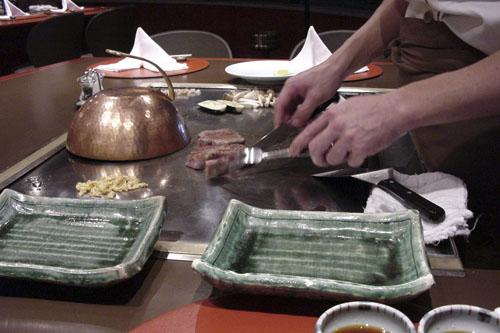 万世・鉄板ステーキ千代田 / 壱万円のステーキはうまかった