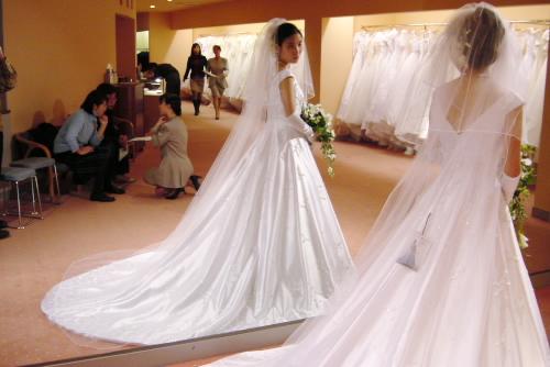 ホテルブレストンコート / 妻のドレス選び