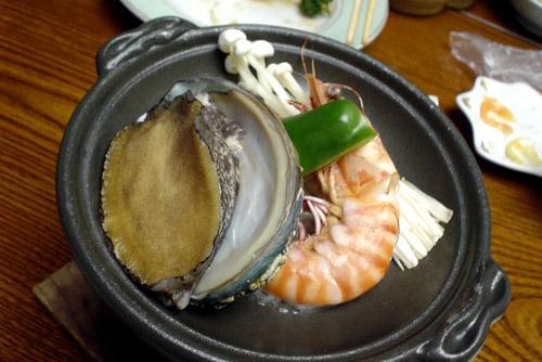 深山楽亭 / 温泉宿の食べきれない晩飯
