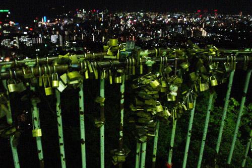 諏訪山公園・ビーナスブリッジ / 錠前がいっぱい