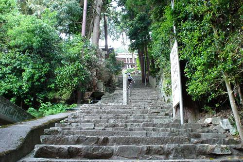 長命寺 / 長い階段を登れ