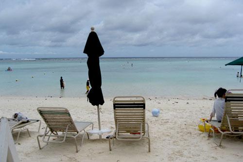 タモンビーチ / 透明度の高い浜辺