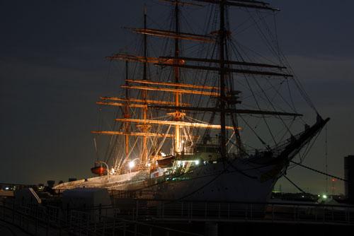 海王丸パーク / 満月と帆船