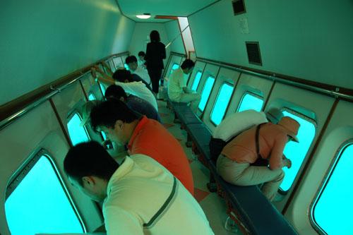 能登九十九湾の水中遊覧船