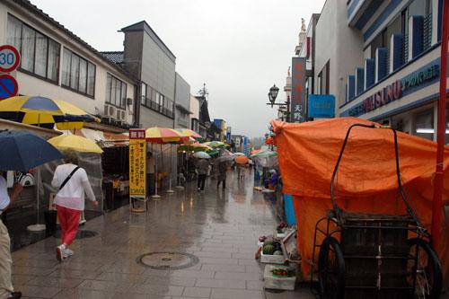 輪島 / 雨の朝市