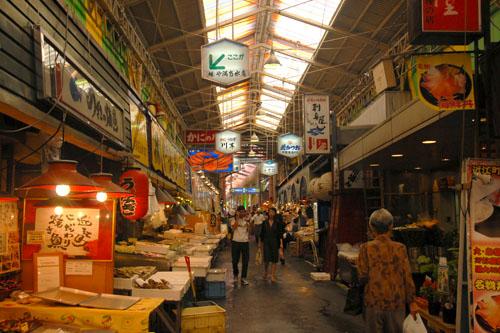 近江市場で軽い朝食