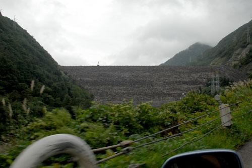 御母衣ダム / 日本初の大規模ロックフィルダム